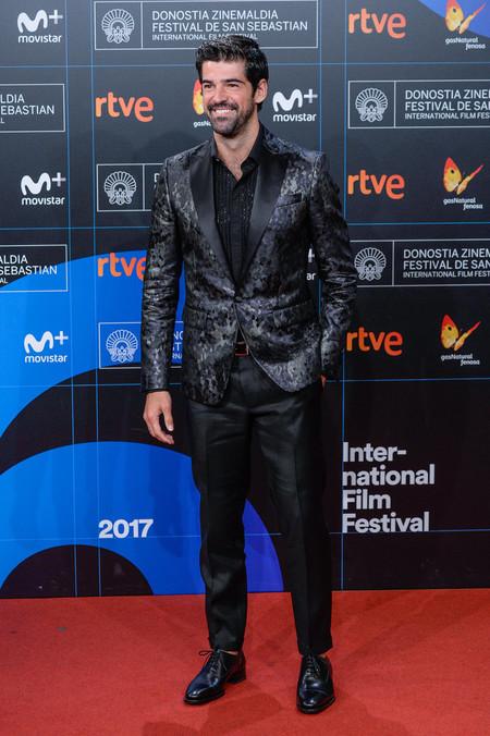 Mucho Brillo En Un Look Desafortunado Miguel Angel Munoz En El San Sebastian Film Festival 2