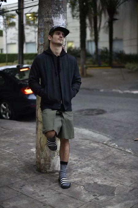 El Combo De Chanclas Y Calcetines Conforman Los Mejores Looks Del Street Style De La Semana 03
