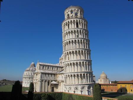 Torre Di Pisa Vista Dal Cortile Dell Opera Del Duomo 06