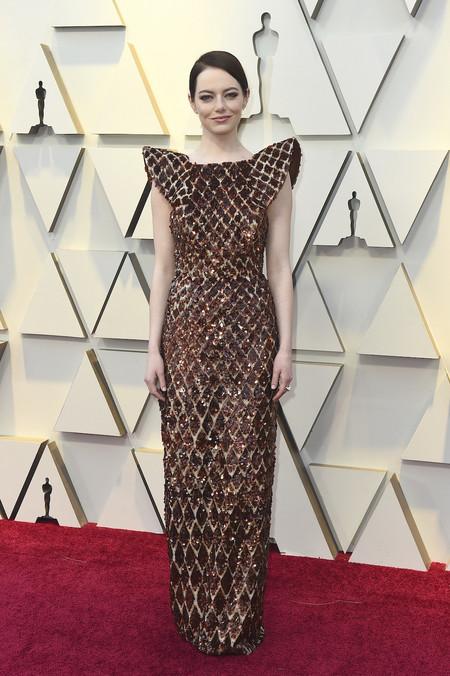 Premios Oscar 2019: Emma Stone apuesta por la sencillez de un recogido bajo y potentes sombras