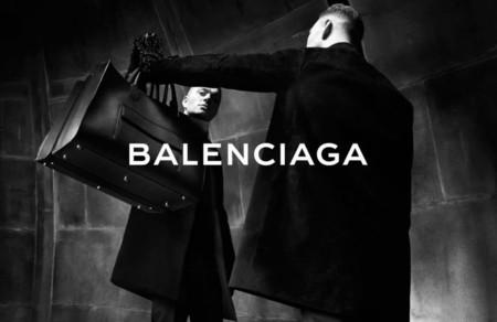 Y con Demna Gvasalia llegó la revolución a Balenciaga: la maison debuta en la moda masculina