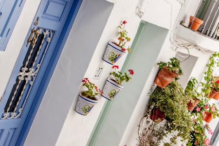 Siete pueblos con encanto en la costa de Andalucía: qué ver y qué hacer