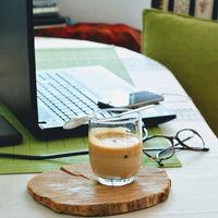 La alimentación puede ayudarte a concentrarte y rendir más en el trabajo: claves para lograrlo
