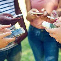 Francia será el primer país del mundo en prohibir los smartphones en los colegios de estudiantes menores de 15 años