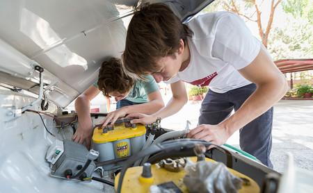 Un SEAT 600 convertido en coche eléctrico... por unos estudiantes de Educación Secundaria de un colegio de Madrid