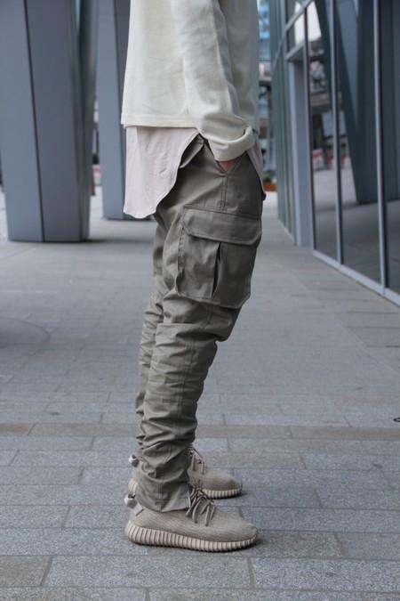 Siete reglas de oro para lucir con estilo los pantalones cargo en verano