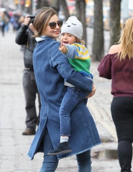 Súper mami... súper Miranda Kerr de vaquero