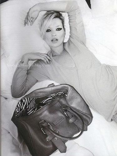 Kate Moss se convierte en diseñadora de bolsos también