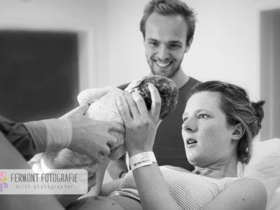¿Te gustaría tener un reportaje fotográfico profesional del nacimiento de tu bebé? Siete cosas que debes saber