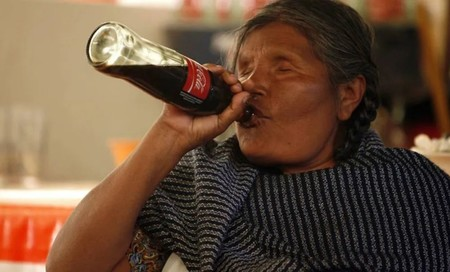 """En Chiapas toman más de dos litros de Coca-Cola al día, no solo por su sabor, sino porque es """"alimento para sus dioses mayas"""""""