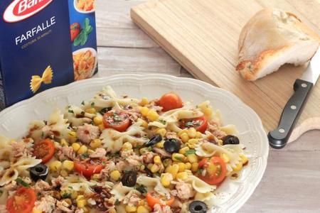 Ensalada de Farfalle con maíz, atún y vinagre de Módena
