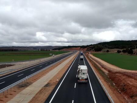 El Gobierno vuelve a plantear el pago por uso de las autovías, y pinta muy mal para los transportistas