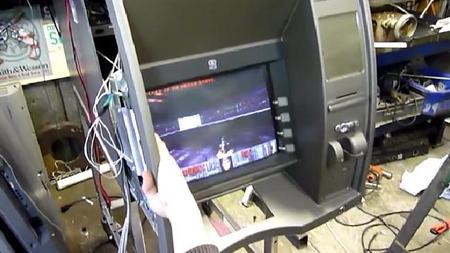 Australianos hackean cajero de ATM para jugar Doom