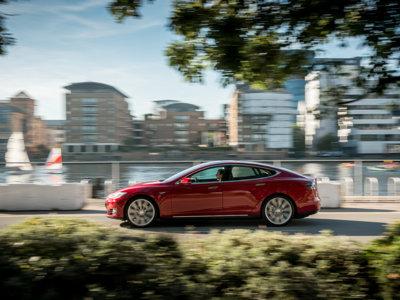 Que tu coche haga dinero mientras no lo usas, y otros planes de Tesla para el futuro