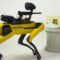MSCHF ha montado una pistola de paintball en un Spot para destrozar una galería de arte: a Boston Dynamics no le ha hecho gracia