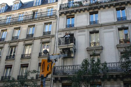 ¿No tienes balcón? Julien Berthier te pone uno