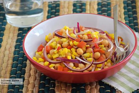 Garbanzos con maíz salteado. Receta saludable