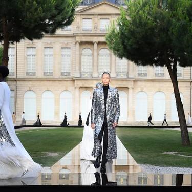Givenchy adopta el allure de la Alta Costura para hombres con un gran desfile en París