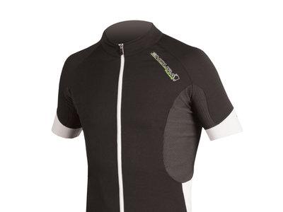 Maillot de ciclismo Endura Helios CB por 45 euros en Wiggle con envío gratuito