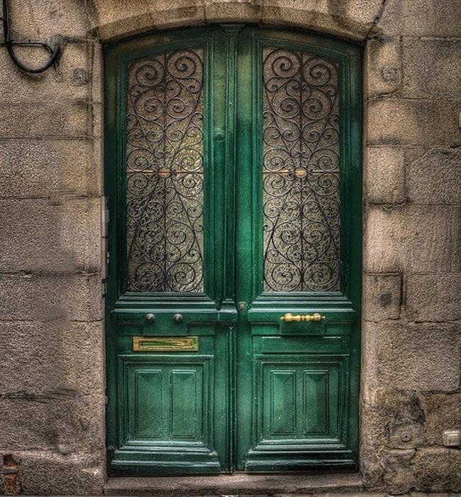 Qu habr tras esa puerta verde for Fotos de puertas de madera antiguas