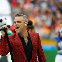 Robbie Williams se enfunda en animal print para la inauguración de la FIFA World Cup en Rusia 2018