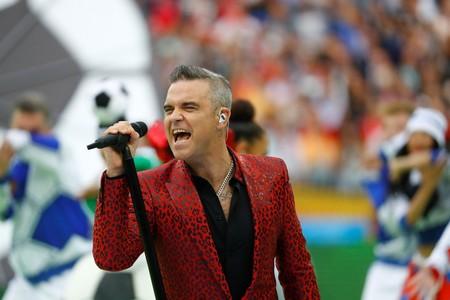 Robbie Williams se enfunda en animal print para la inauguración de la FIFA World Cup en Rusia 2018