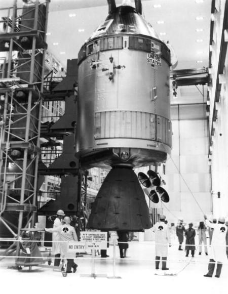 Módulo de mando CSM-109 Odyssey durante las pruebas y el ensamblaje.