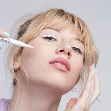 Siete formas de hacer el delineado de ojos blanco, el maquillaje que triunfa en TikTok y resalta el moreno