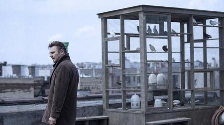 Liam Neeson investigando en