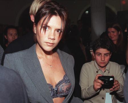 Querida Vicky, estos 17 looks demuestran cómo te has refinado en 17 años siendo la señora Beckham