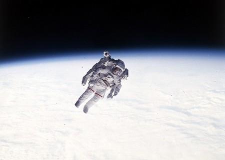 ¿Quién hizo el primer paseo espacial en el espacio profundo?