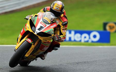 British Superbikes 2012: Tommy Hill, dueño y señor del tridente de Oulton Park