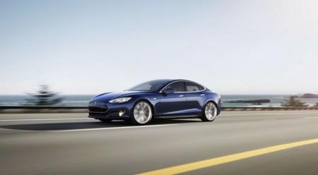 ¿Está gestionando Tesla Motors adecuadamente la 'crisis' del piloto automático del Tesla Model S?