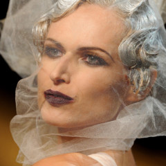 Foto 4 de 16 de la galería john-galliano-primavera-verano-2011-en-la-semana-de-la-moda-de-paris en Trendencias