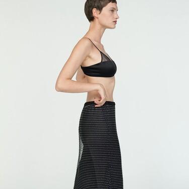 Clonados y pillados: esta es la falda de Zara que nos ayudará a lograr un look como el de Prada