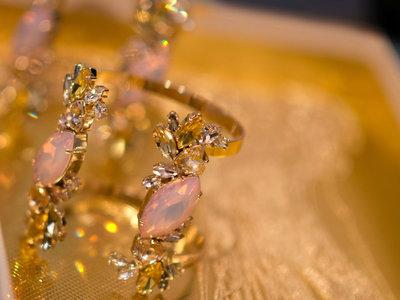 Hannibal Laguna debuta en el mundo de las joyas con piezas capaces de cambiar un look