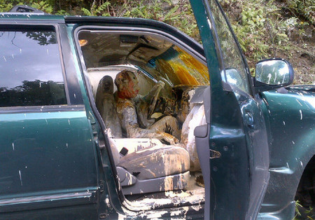 Accidente termina en una Ford Explorer llena de pintura