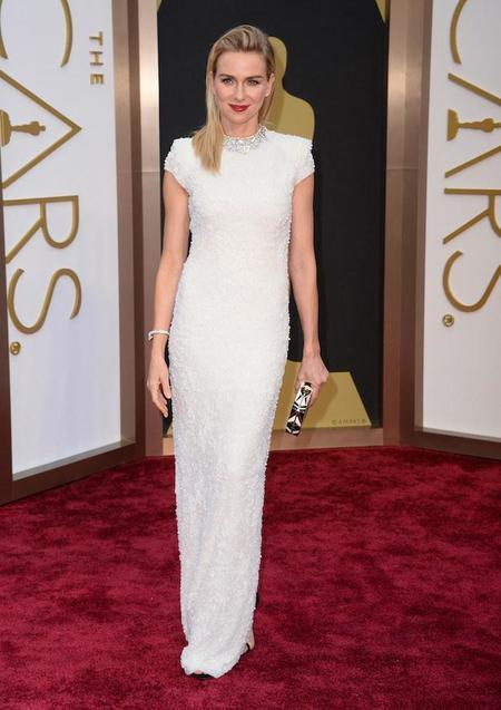 Naomi Watts nos enseña cómo lucir un cabello suelto y liso en los Oscars y acertar de pleno