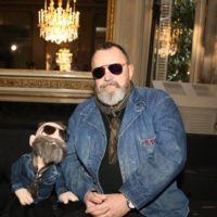 ¿Un perro en el front-row? Michel Gaubert y su mini yo sí que saben disfrutar de los desfiles