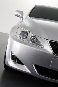 El primer Lexus diesel rueda sobre asfalto