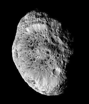 Cassini-Huygens, vista de Hyperion, Saturno
