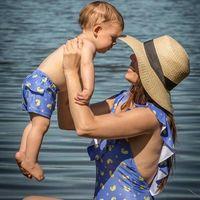 Moda de baño igual para toda la familia: mamás, papás e hijos a juego