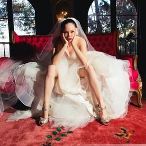 Rose McGowan nos enseña todo lo que hubo entre bambalinas en su boda