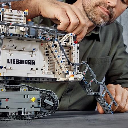 Lego Technic 42100 Liebherr R9800 23