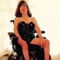 Mujeres con discapacidad recrean la foto de Kylie Jenner para hacerse visibles