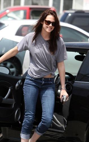 Kristen Stewart, el estilo de una vampiresa de Crepúsculo: ¿estilo de calle o sobre la alfombra roja?, melena suelta