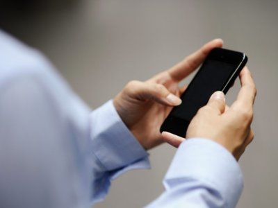 Dictarle mensajes a tu teléfono es (al menos) tres veces más rápido que escribirlos