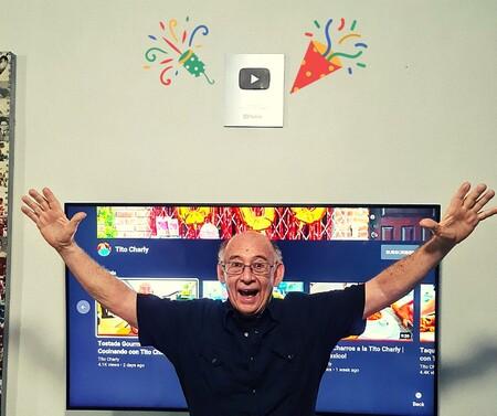 Tito Charly Youtube Le Entrega Placa Por Llegar A 100 Mil Suscriptores