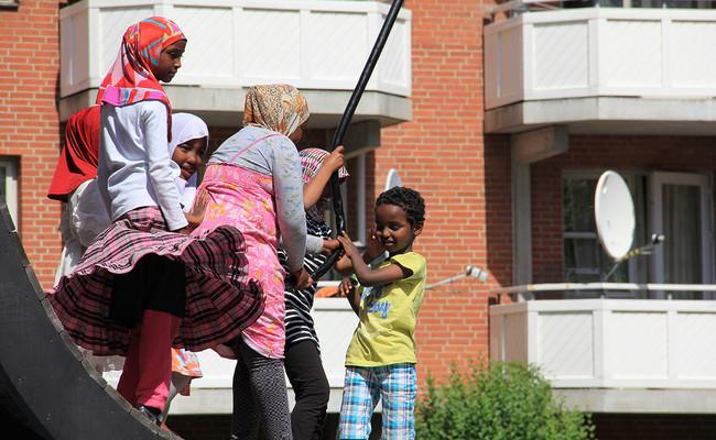 Nordisk Rads Velfaerdsudvalgs Sommermoede 2011 Handlede Om Ghettoer Billedet Er Fra Besoeget I Mjoelnerparken I Koebenhavn 3