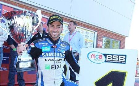 British Superbikes 2011: la primera para Ryuichi Kiyonari y la segunda para John Hopkins, que hace historia